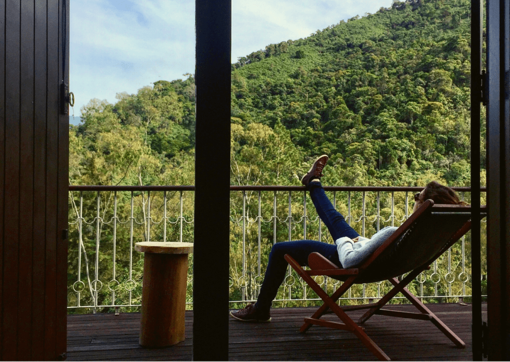 kup sobie chatę balkon leżak